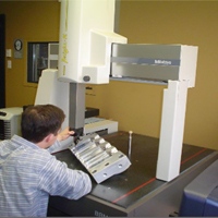 Les Ateliers Présiko possèdent un C.M.M. Mitutoyo leur permettant de digitaliser n'importe quelle pièce fournie par le client. La digitalisation permet de créer un fichier de points 3D qui sera utilisé par le dessinateur 3D pour modéliser la pièce en trois dimensions. De plus, le C.M.M. Mitutoyo permet aux Ateliers Présiko d'effectuer des contrôles dimensionnels très précis et de fournir à ses clients un rapport dimensionnel détaillé.